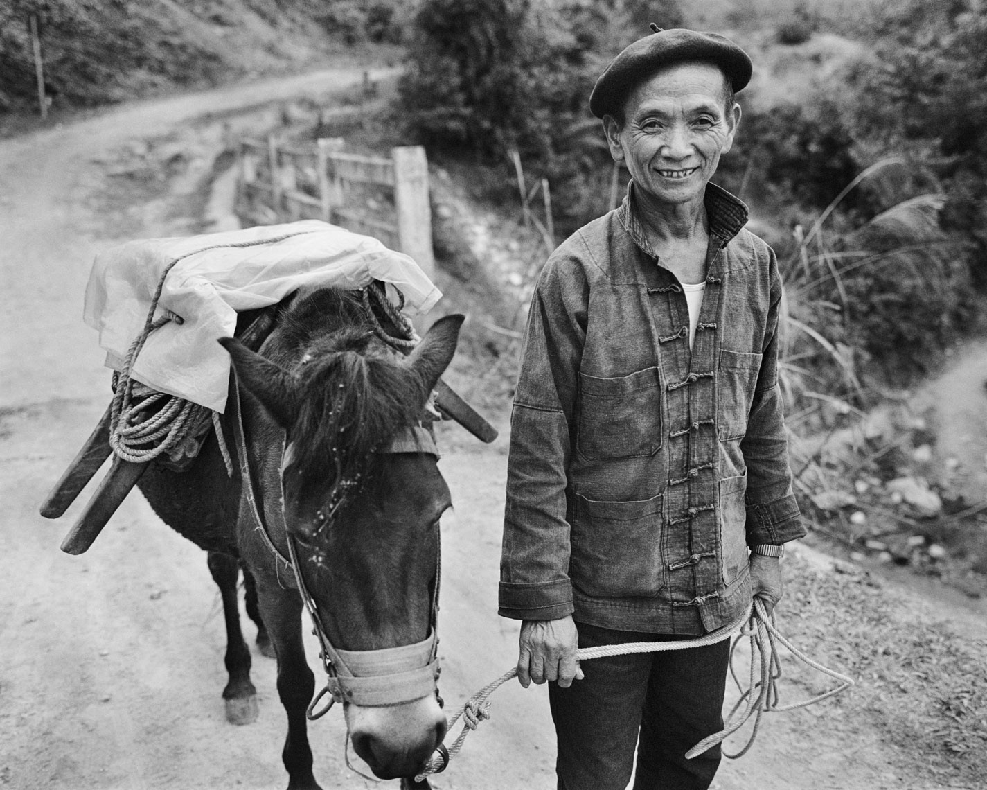 Ha-Giang-man-with-donkey