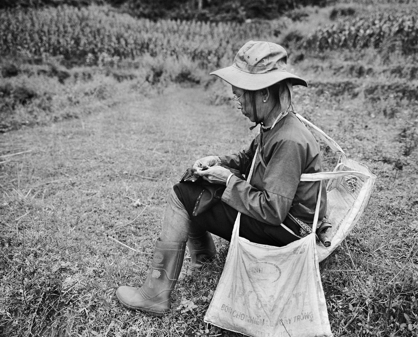 Ha-Giang-woman-sewing