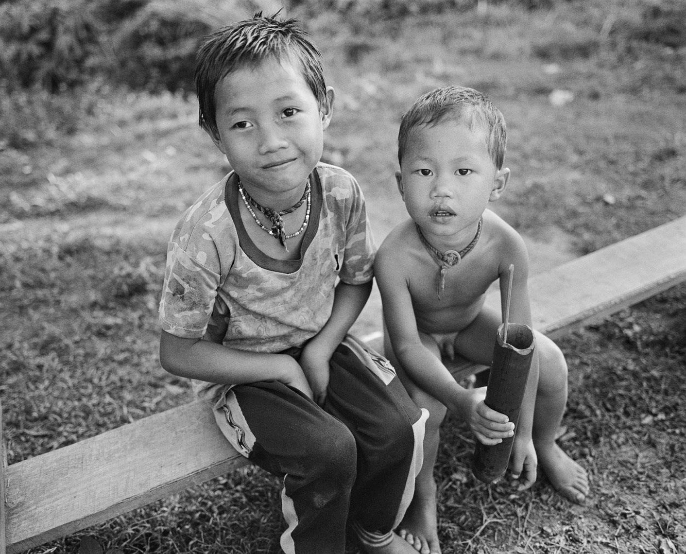 kids-on-bench-luang-namtha-village