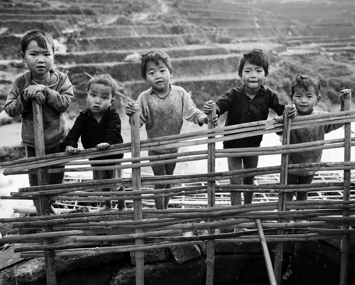 sapa-kids-on-fence-print.jpg